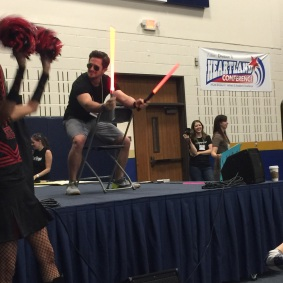 Pierce Brown: Lightsaber Pose Duel at the Star Wars Throwdown